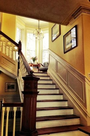 Boscawen Inn: Up the main staircase to the second floor