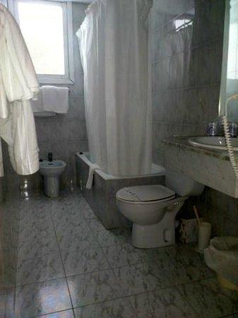 Hotel Amic Gala: Bathroom