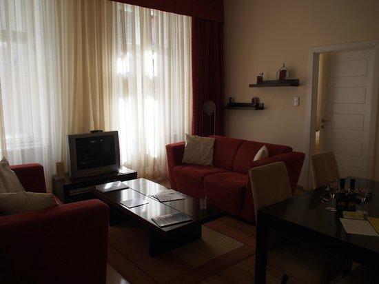 Mamaison Residence Izabella Budapest: Salon