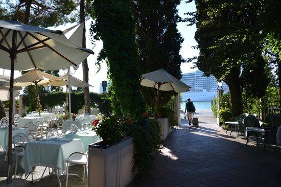 Hotel Villa Mabapa: Terrasse et vue sur la lagune