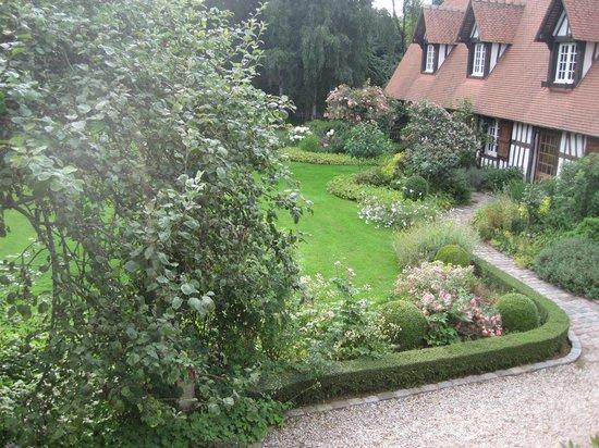 Le Domaine de la Muette: Garden