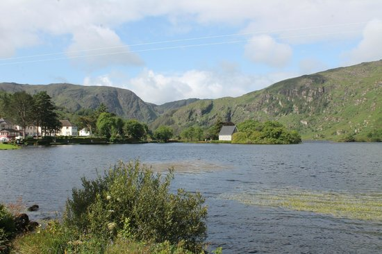 Gougane Barra Hotel : View of Hotel and Church from around the lake