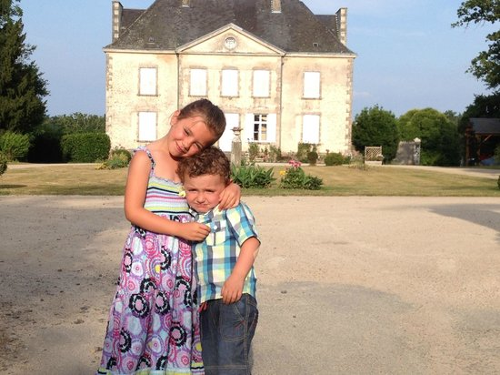 La Garangeoire: Posing in front of the chateau