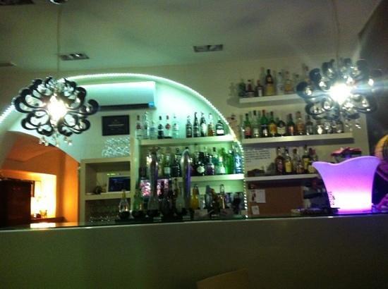 Bar Restaurant Uummm...!!!: la barra
