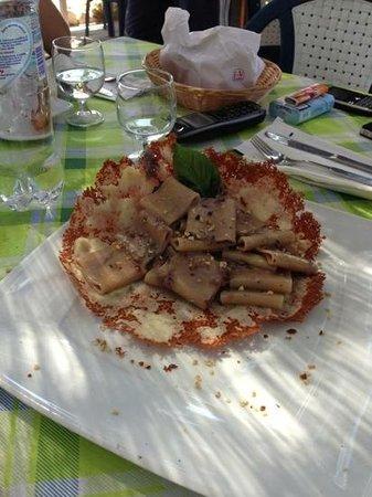 La Fenice : paccheri gorgonzola noci e radicchio in crosta