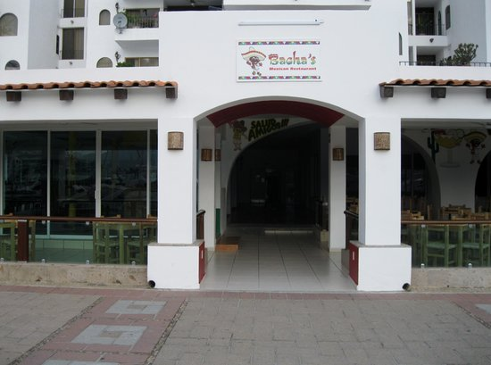 Bachas Restaurant: Front of new restaurant in the Marina