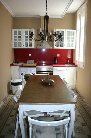 BCN Rambla Catalunya Apartments : Kitchen