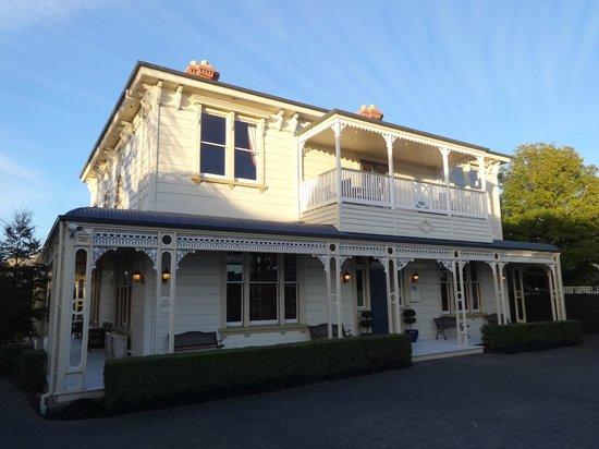 Merivale Manor: Frontage