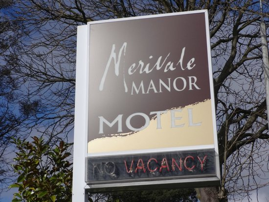 Merivale Manor: Motel sign