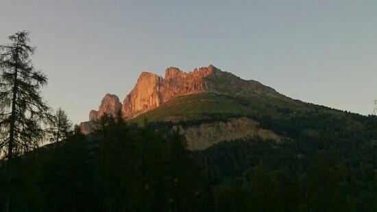 Agritur Malga Secine: veduta della Roda di Vael (Catinaccio) da Malga Secine al tramonto