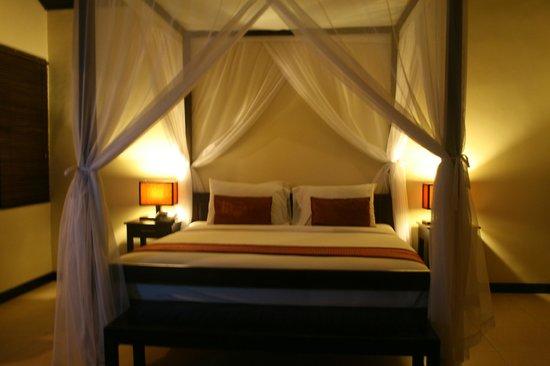 Dedari Villa : 침대