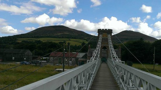 Roulotte Retreat: Melrose chain bridge - worth a visit