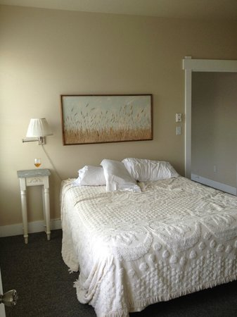 Port Angeles Downtown Hotel: Bedroom