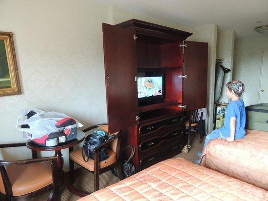 Avenue Plaza Hotel: Room