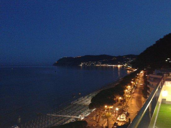 Matrimonio Spiaggia Alassio : Dal balcone della camera foto di grand hotel spiaggia