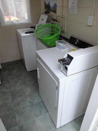 Aden Motel : Laundry room