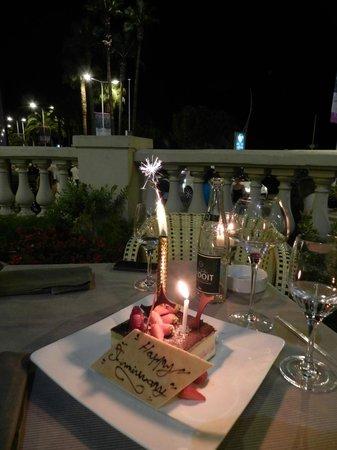 Carlton Restaurant: Celebration Dessert Cake