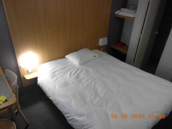 B&B Hotel Troyes Barberey : Le lit