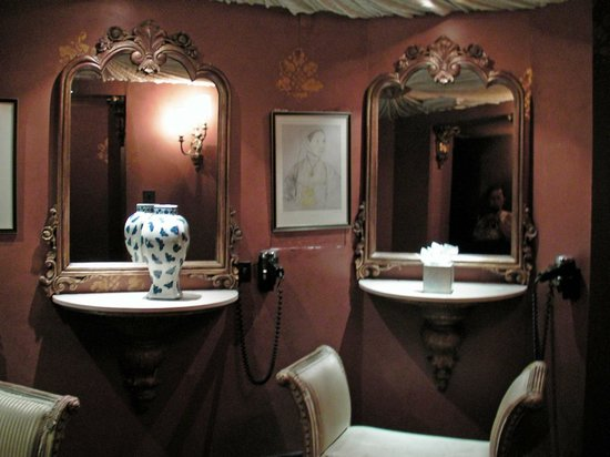 Coombe Abbey Hotel: Ladies Toilet view 3