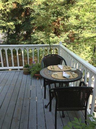 Emma Nevada House: Outdoor breakfast patio