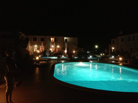 Pansion Skelin: Vue de l'espace hotelier le soir