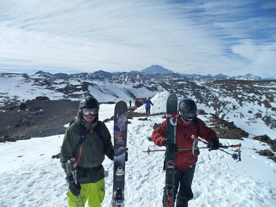 Ski Arpa: 3700 metres above sea level, the snow cat and the Aconcagua peak in the background.