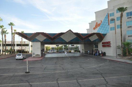Avi Resort & Casino : Vue de l'entrée