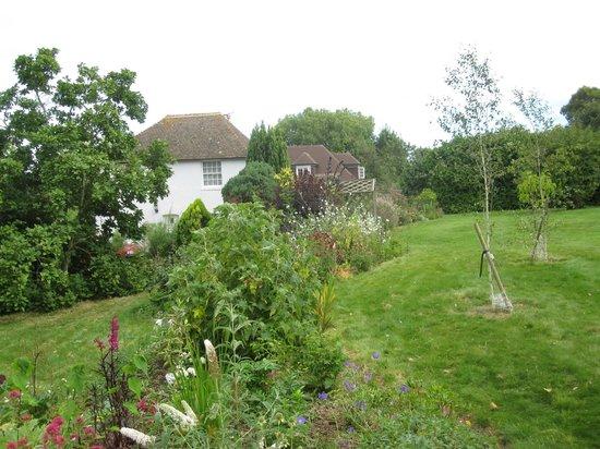 Ratling Farmhouse B&B: The house and gardens