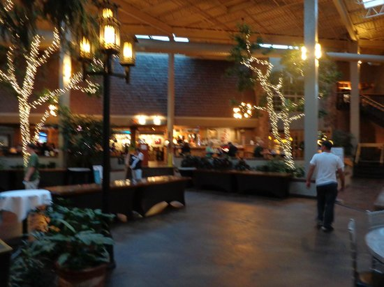 The Academy Hotel Colorado Springs : Lobby/dining