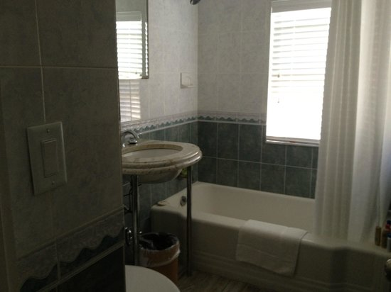 The Inn at Crystal Cove: bathroom #204