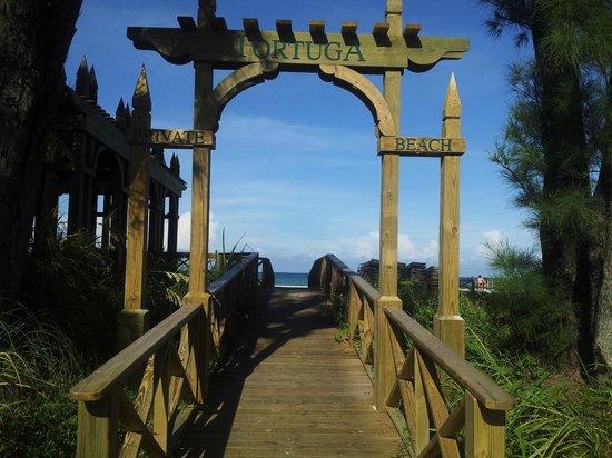 Tortuga Beach Resort: the tortuga beach entrance