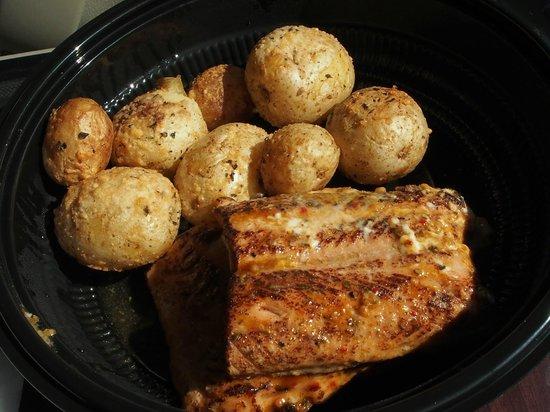 G's Pizzeria & Deli : Smoked salmon and potatoes