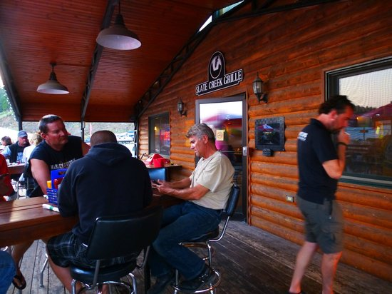 Slate Creek Grille : tavoli terrazza