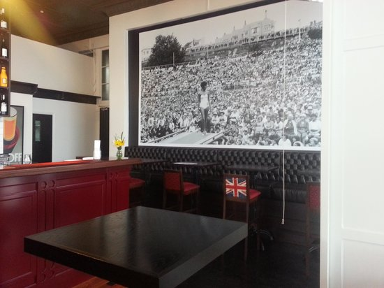 The Oxford: The Bar area