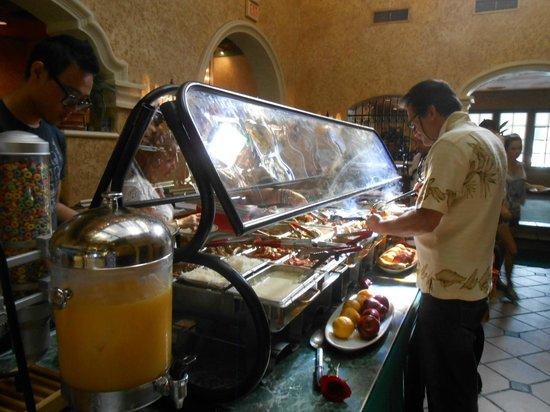 La Carreta Restaurant: Very good variety of breakfast items
