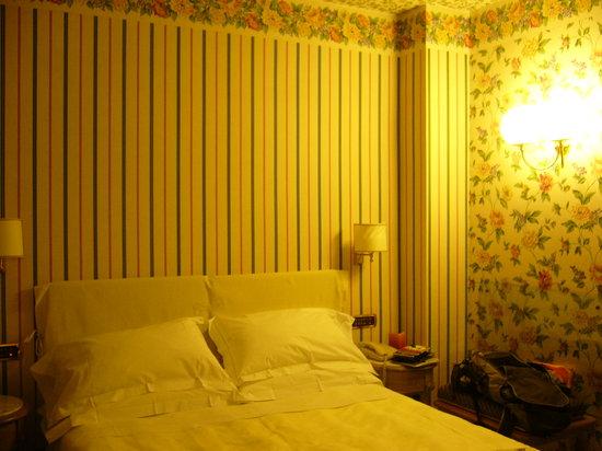 Hotel Capitol Milano: comfy bed, cosy room