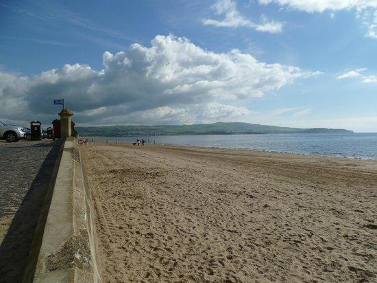 Craggallan Guest House : Ayr beach