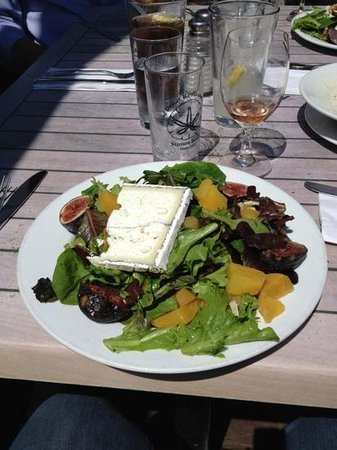 Sand Dollar Restaurant: Fresh figs, roasted beets & mixed greens