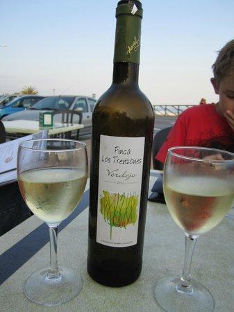 Esperanza Hostal: Mmmm, wine!