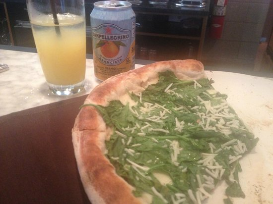 Bar Toma : Spinach and cheese pizza! Yum!