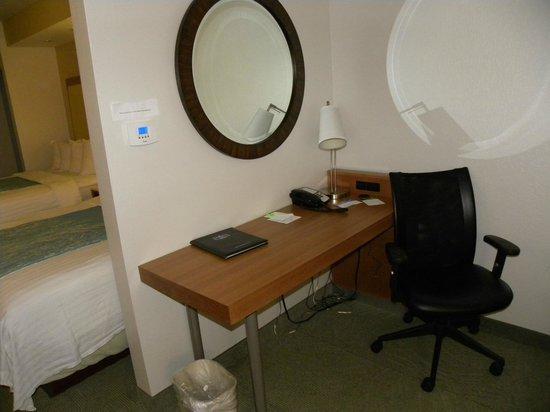 SpringHill Suites Sacramento Roseville: Desk in room