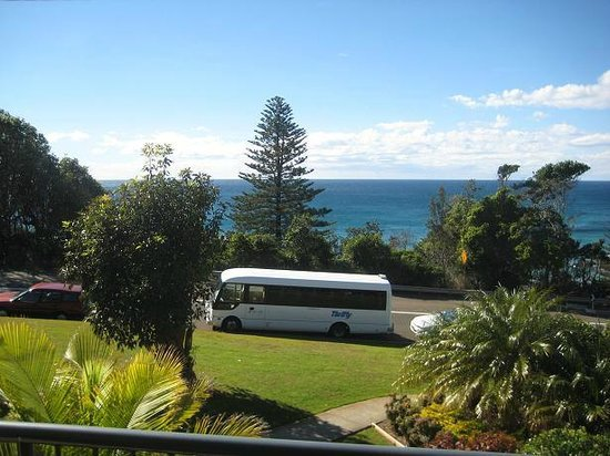 Beachside Holiday Apartments: the bus wasn't always there