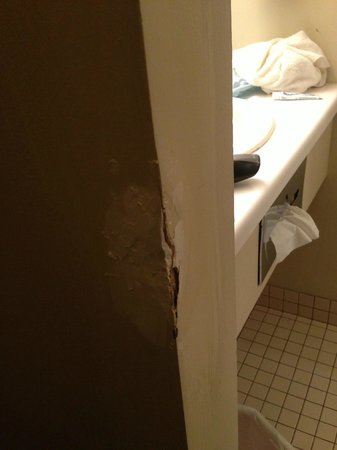 Lodge at Mount Snow: Hole in room right as you walk in