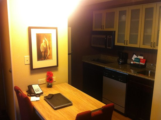 Homewood Suites by Hilton Austin / Round Rock: Kitchenette