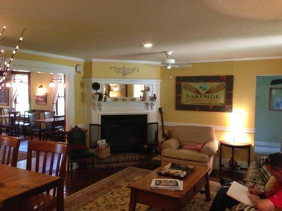 Squam Lake Inn: Main Lobby