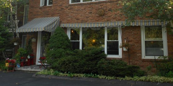 Berkshire Hills Country Inn: Front entrance
