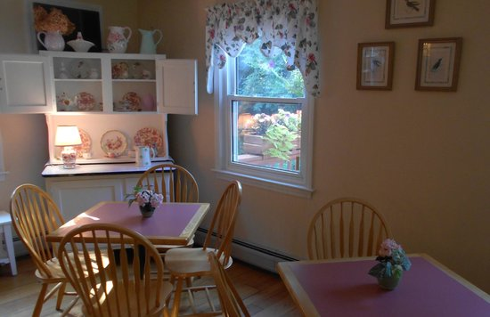 Berkshire Hills Country Inn: Breakfast area
