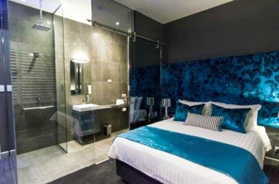 Junction Hotel: Room 8
