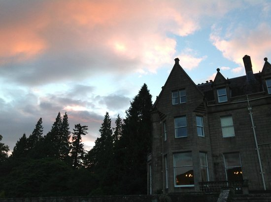 Glengarry Castle Hotel: Sunset on my last night at the castle