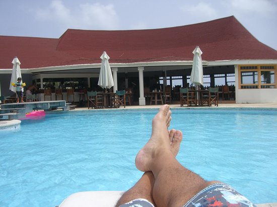 Hotel Manapany Cottages & Spa: Relaxing by the pool